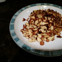 Roasted/fried cashew & almonds